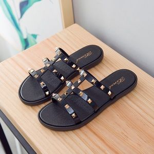 the shoe game Shoes - Studded sandals